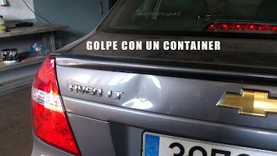 Arreglar golpe de container en un coche