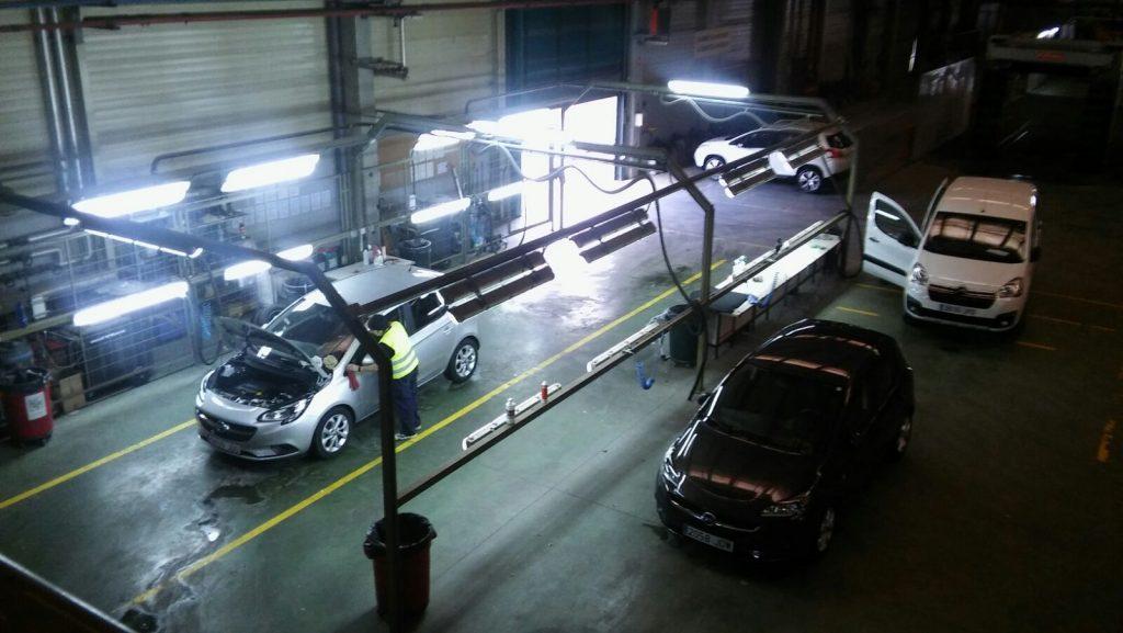 reparación de abolladuras y golpes en las chapas de diversos coches
